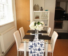 Snaptrip - Holiday cottages - Lovely Cowes Apartment S60626 -