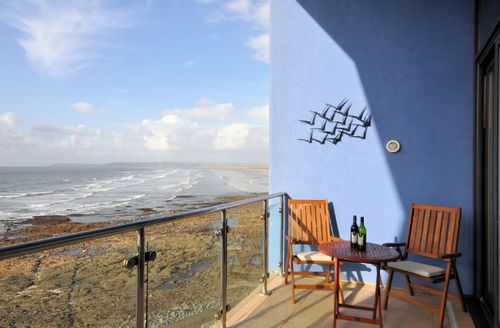 Snaptrip - Last minute cottages - Delightful Bideford Apartment S8498 -