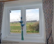 Snaptrip - Last minute cottages - Inviting Winchelsea Beach Cottage S60671 - Countryside views from the bedrooms