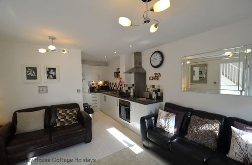 Snaptrip - Last minute cottages - Captivating Camber Cottage S60684 - Open plan lounge kitchen & diner