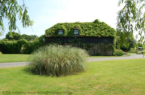 Snaptrip - Last minute cottages - Captivating Cowfold Cottage S60773 -