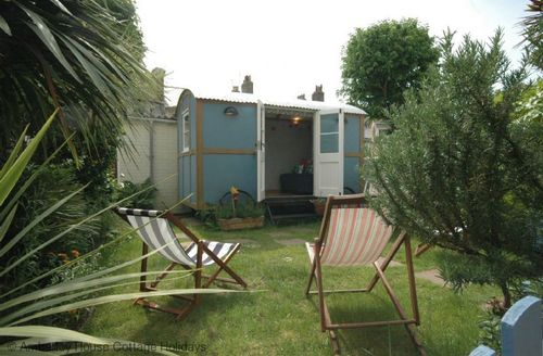 Snaptrip - Last minute cottages - Quaint Hove Cottage S60872 -