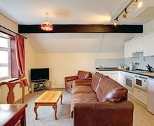 Snaptrip - Last minute cottages - Lovely Laugharne Lodge S60935 - Bronze Lodge<br />