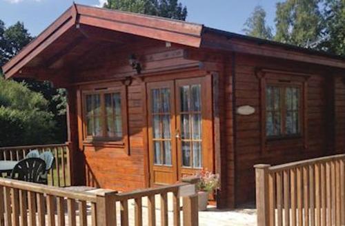 Snaptrip - Last minute cottages - Inviting Alderholt Lodge S60984 - Forest Lodge<br />