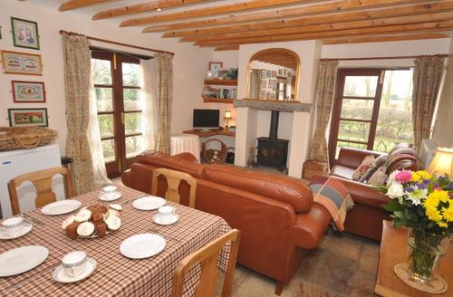 Snaptrip - Last minute cottages - Lovely Bridgwater Barn S8941 -