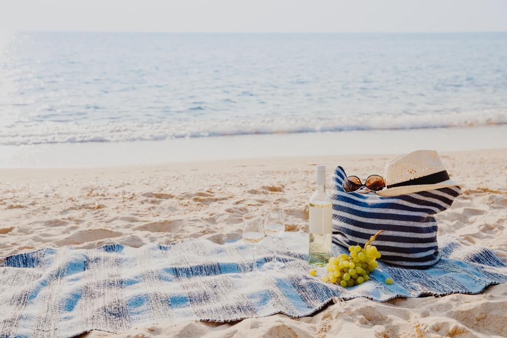 romantic-beach-picnic-uk