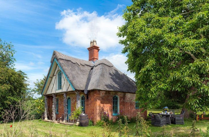 Thatched cottage in beautiful surroundings