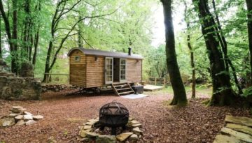 Rock View Shepherd's Hut, one of our isolated holiday cottages for a digital detox