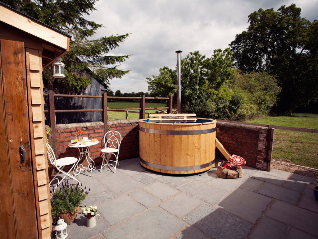 Romantic cottage with a hot tub in Monmouthshire