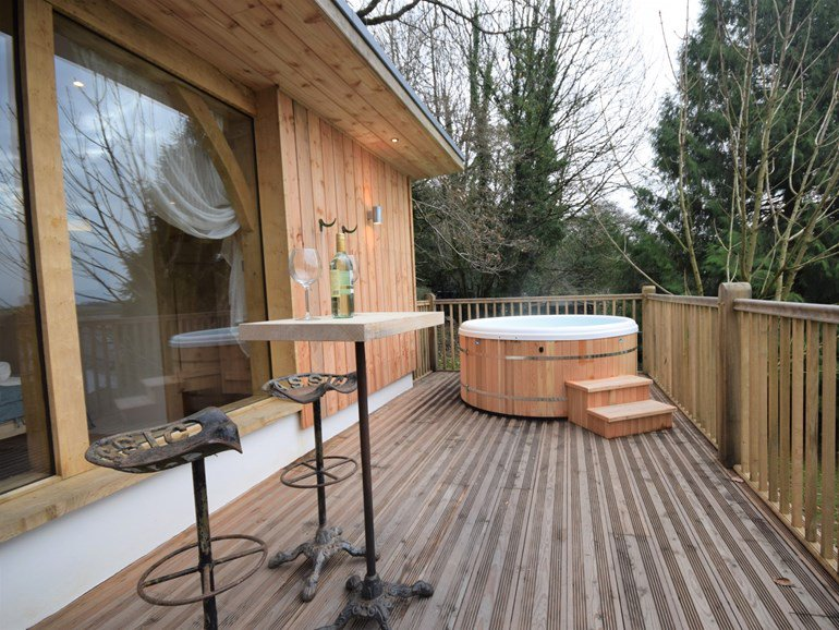 Romantic cottage for two with a hot tub in North Devon