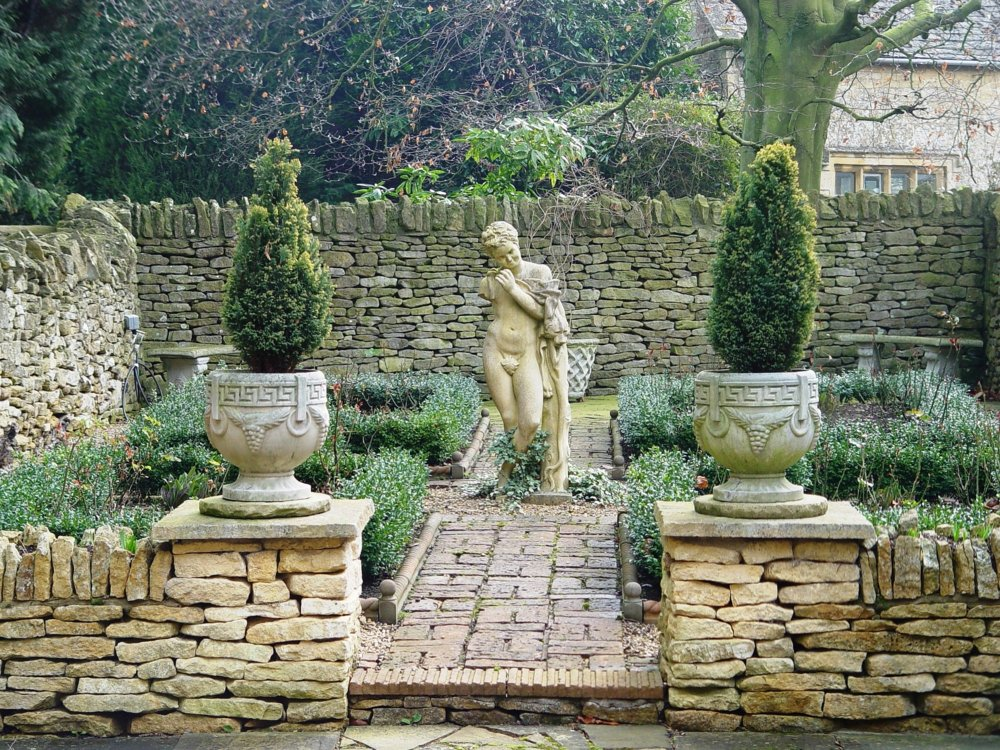 A beautiful statue in Chipping Norton