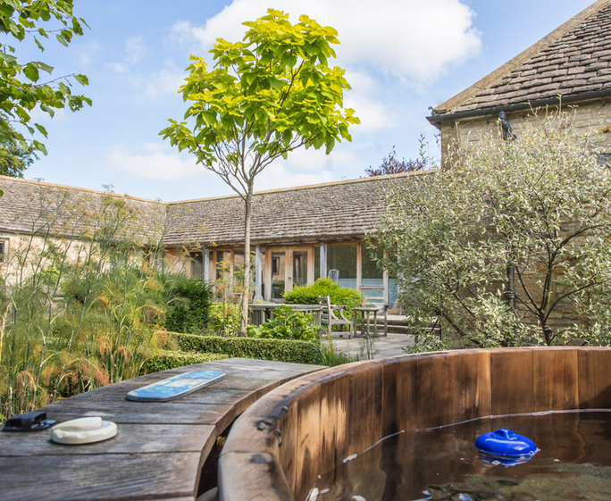 Cotswold Barn with Hot Tubs