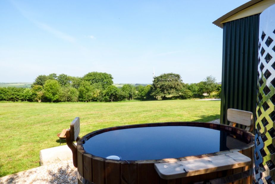Shepards Hut with Hot Tub
