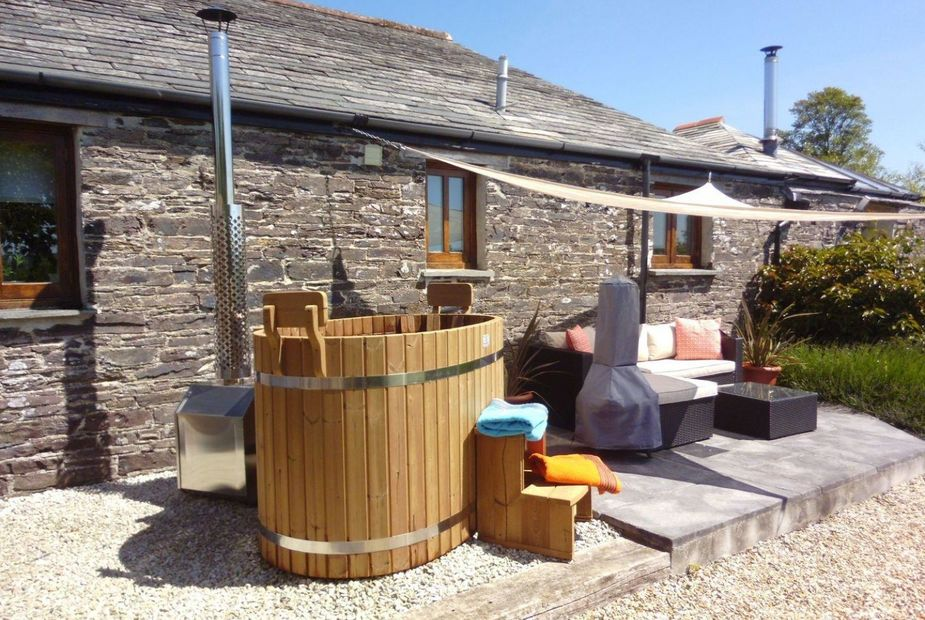 barn with hot tub Cornwall
