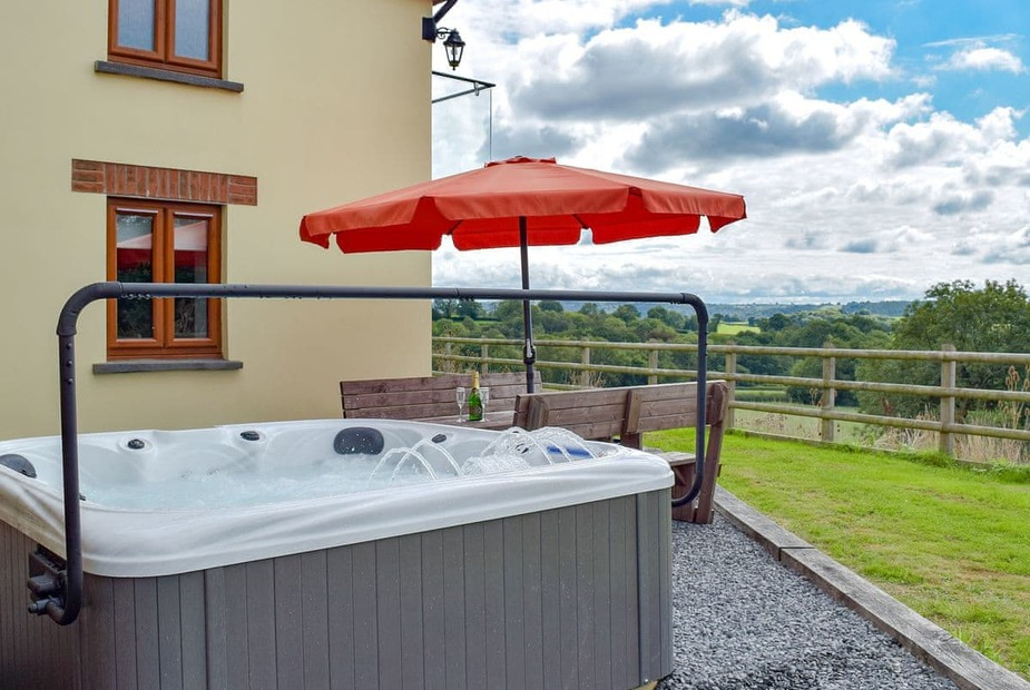 Hot tub cottage in Wales