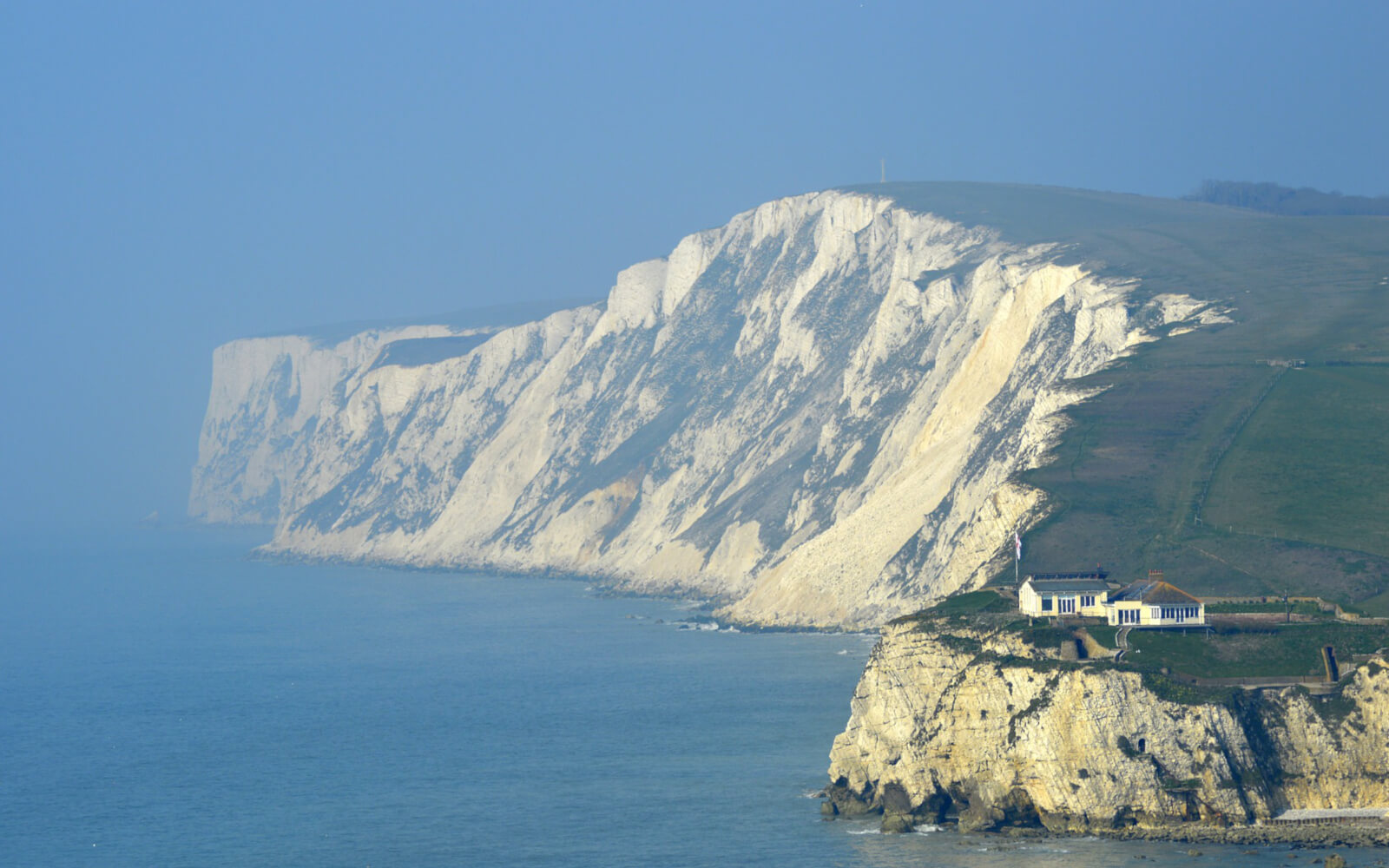 Last Minute Cottages in <span>Isle of Wight</span> - Save up to 60%