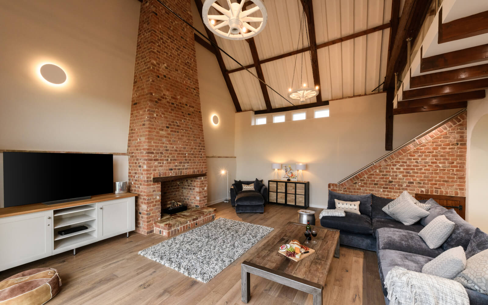 Last-minute Luxury Cottages in  Saxlingham Thorpe  - Save up to 60%