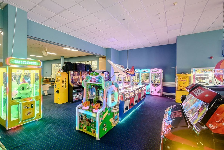 The glistening arcades at Ilfracombe Holiday Park