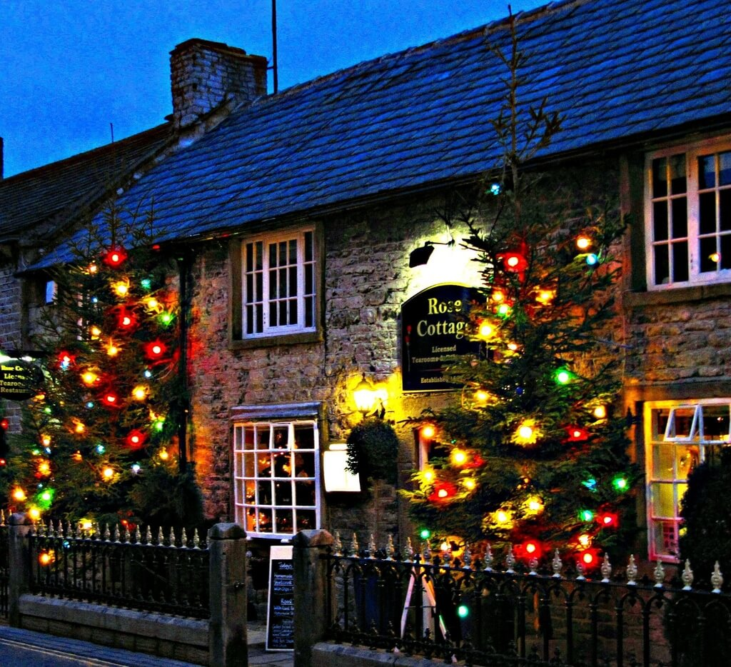 Castleton, one of 10 of the most magical Christmas towns in the UK