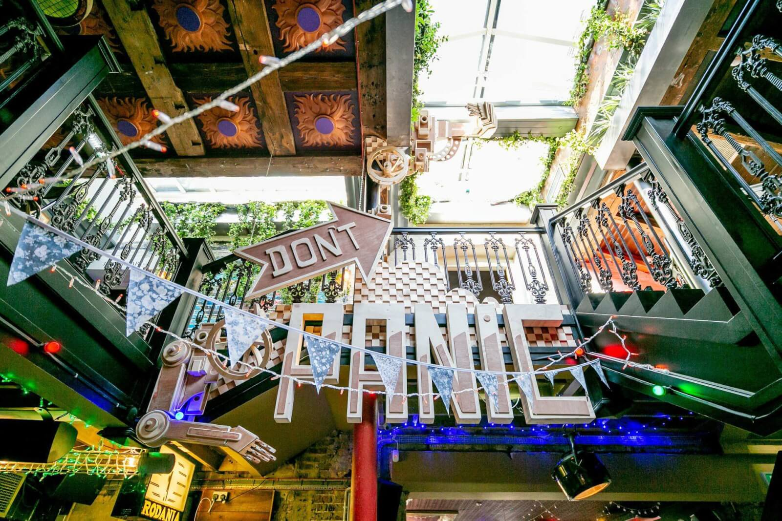 Owl and Hitchhiker, one of the best outdoor bars in London